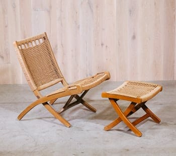 Hans Wegner-Style folding chair with ottoman