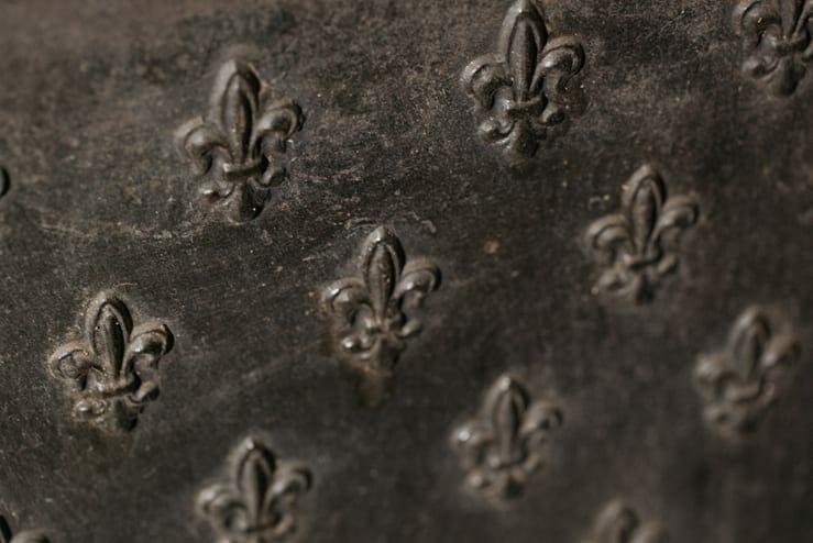 cast iron fleur de lis fireback